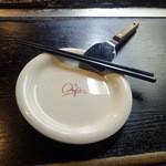 まや徳 - オタフクの皿とヘラ