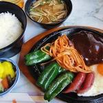 子ぐま - 料理写真:ハンバーグ定食