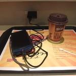 27973386 - 「ホットコーヒー」・・・カウンター席にコンセントあります。