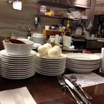 イル・チェント平野町 - カウンターの前が厨房だよ。