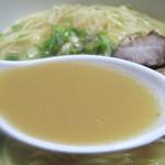 瓢太 - 出汁自体がシンプルであっさりなのに、盛り下がらないのはスープの甘さです。この特長が妙にクセになるラーメンにさせているのです。