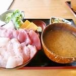 27977595 - 三色丼(日替)¥1800