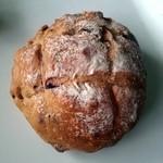 みゅうみゅう - ベリーとナッツのごつごつパン