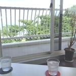 cafe smile - 窓辺の席から~