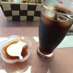 cafe Lac - デザート(紅茶ゼリー)とアイス珈琲