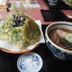 森のおみやげ屋 - 山菜の天ぷら蕎麦