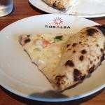 ロザルバ - 本日のチョイスピッツァ「小柱とスナップエンドウと明太子のクリームソース」