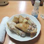 清香園 - 『とんそくの店』という位ですから、まずは豚足から!茹でと茹でを焼いたものがあります。