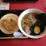 浜っ子ラーメンセンター本部 - ラーメンチャーハンセット 店内メニューでは1050円だったが 精算時1000円でした