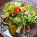 いーとん - 夏野菜と豆のサラダ 380円