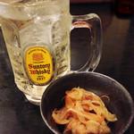 居酒屋久茂地 - ちょっと変わったハイボールで乾杯!お通しは、魚の南蛮漬け。