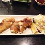 居酒屋久茂地 - 焼き豚足もあったので、注文してみました。                             沖縄風の煮込み豚足もあります。
