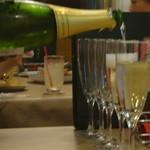 ワイン食堂 ブルマーレ - 注いでくれます