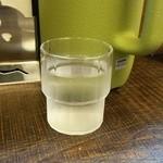 ラーメン家 みつ葉 - 冷水と水ポット
