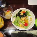 27989753 - 2014/5 自身で盛り付けのサラダ、ミックスフルーツ、ヨーグルト、オレンジジュース