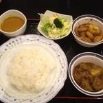 ミンガラバー - Cセット(豆スープカレー、マトン、皮付きポーク)