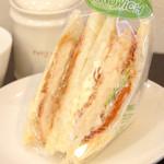 カフェサンドキッチン - カニクリームコロッケ 480円