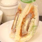 カフェサンドキッチン - チーズINミンチカツ 460円
