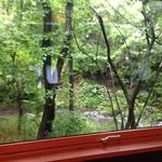 27996630 - 窓から川を眺めながらお食事できます