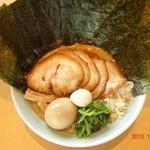 一松家 - 料理写真:醤油豚骨特松(全部のせ)\926税抜