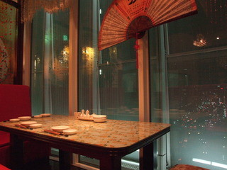 香港海鮮飲茶樓 ブリーゼブリーゼ - カップルや家族におすすめ、夜景の見えるお席。