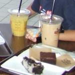バッドアスコーヒー - 料理写真:コーヒー、ジュースにケーキです。