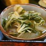 割烹 大力 - 水菜と玉ねぎと、竹輪の美味煮
