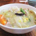 堤飯店 - 料理写真:ダル麺730円。 メニューには『チャンポンのあんかけ風』と注釈がつけてあります。  具は豚肉・イカ・白菜・インゲン・人参・椎茸・玉子。
