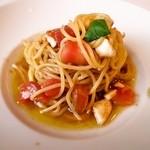 ヴォーノ・イタリア - 冷製トマトとモッツァレラチーズのバジル風