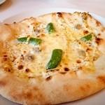 ヴォーノ・イタリア - むきあさりとスナップエンドウのクリームピッツァ
