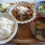 てんぐ食堂 - もつ煮定食