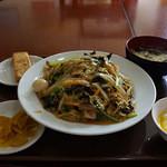 28010452 - ランチの中華丼650円も食べ応え十分。