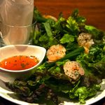 Dining Bar Sama Sama - エビと香草の包サラダ・ハノイ風(ゴイクォン)