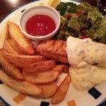 マンインザムーン - 『フィッシュ&チップス(ハーフ)』!大きな『フィッシュフライ』が1個と『ポテト』の盛り合わせ~♪(^o^)丿