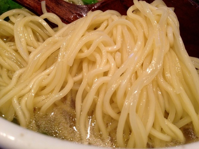 麺たつ - 塩ラーメン 麺アップ