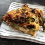京都大原の味噌鍋専門店 雲井茶屋 - にんにく味噌ねぎピザ1700円