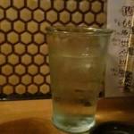 しなののてっぺん - お水のグラス。大きいのが嬉しい