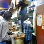 やきとり 江川 - 店内もなかなかのDEEPさ。