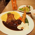洋食屋 銀座グリルカーディナル - 特製ハンバーグとふわとろオムライス エビフライの三種盛り合せ(¥2160)