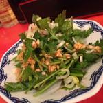 天津飯店 - 香菜のにんにくタレ和え