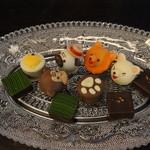 パティスリー・サダハル・アオキ・パリ - サダハル・アオキ・パリのチョコ。バカラのお皿?に載せて