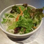 28028624 - サラダ・美味しいドレッシングがかかってます