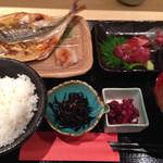 和食と和酒 磯じまん - 焼魚と刺身定食@1000円