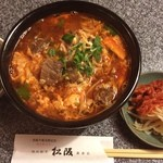 焼肉割烹 松阪 - 今日のランチはカルビクッパ。味わい深い辛さで美味かった。ご馳走様でした。