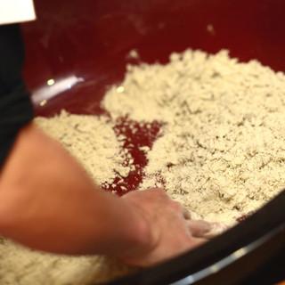 国産石臼粉を使用した『自家製手打ち蕎麦』