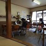 中島屋 - 店内、小上がりから撮しました