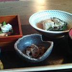 わらび奄 - わらび御膳(800円 牛肉と野菜のすき煮、小さな重箱、小鉢、味噌汁、ご飯)