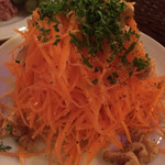 Brasserie Café ONZE - にんじんとくるみのサラダ(¥600)