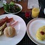 28098568 - 今日の朝食。