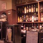 2811966 - ここでマスターがお酒を作ってくれたり注いでくれたりしてま~す。